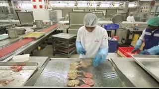 هواپیمایی امارات چگونه روزی 225هزار غذا آماده می کند