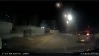 لحظه فعال شدن سامانه گنبد آهنین برای رهگیری راکتهای شلیکشده از نوار غزه